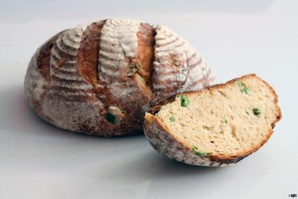 לחם פולנטה וזיתיםאיטלקיים